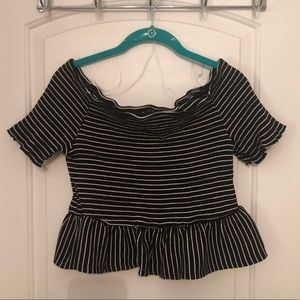 🎈WHO WHAT WEAR Striped Stretchy Crop Shirt